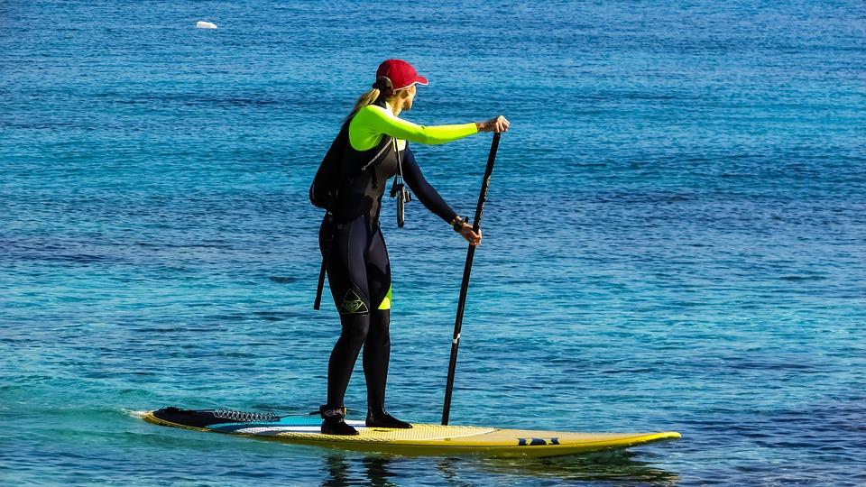 ¿Se puede hacer paddle surf con una tabla de surf?