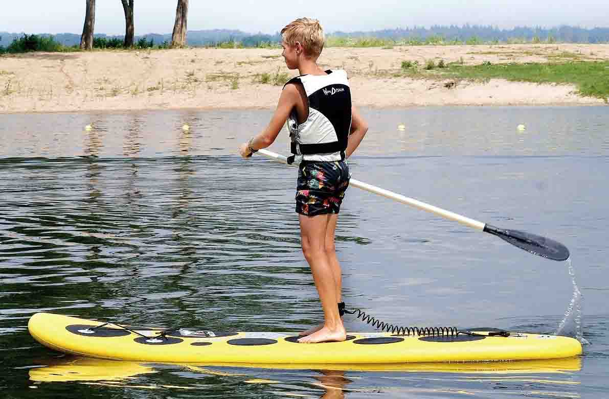 Aprende a colocar el leash de SUP en tu tabla correctamente